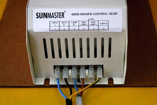 Conexiones de un balastro Sunmaster Clase 1.