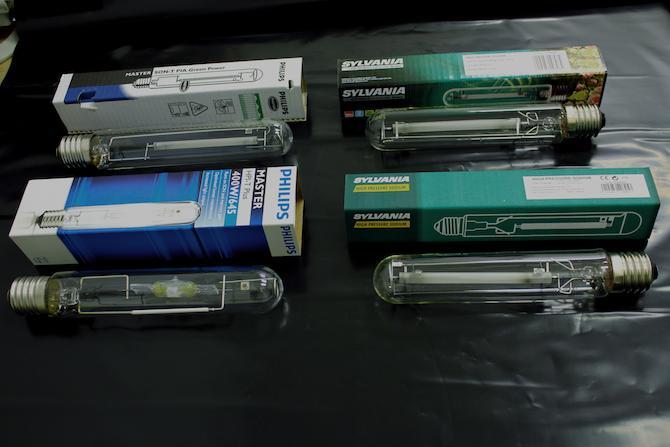 Diferentes tipos de bombillas para el cultivo.
